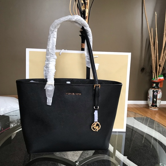 48983f9c9385 Michael Kors Bags | Jet Set Travel Carryall Leather Tote | Poshmark
